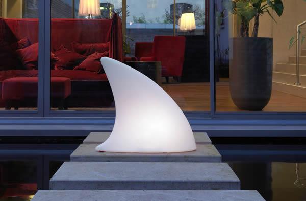 Moree Shark Bodenleuchte / Dekoleuchte, L 70 cm x W 19,5 x H 65 cm, Polyethylen, seidenmatt, weiß, mit E27 (230 V) Energiesparlampe, für Außen