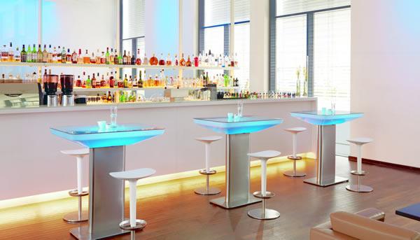 Moree Lounge Tisch Studio Indoor, beleuchtet, B 70 cm, L 100 cm, H 105 cm, mit Glasplatte, ABS glänzend, weiß transzulent, Edelstahl gebürstet, mit S14d Leuchtmittel, für Innen