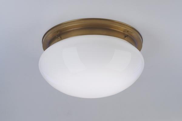 Deckenleuchte / Plafonnier, Messing handpatiniert, Glas weiß glänzend, Höhe 20 cm, Breite 41 cm, 230 V, 3 x E27 75 W