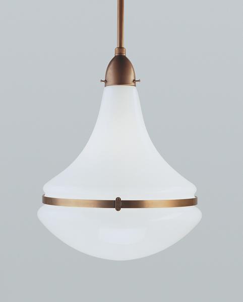 Deckenleuchte / Stabpendelleuchte, Messing handpatiniert, Glas weiß glänzend, Höhe 102 cm bis 113 cm einstellbar, Breite 34 cm, 230 V, 1 x E27 100 W