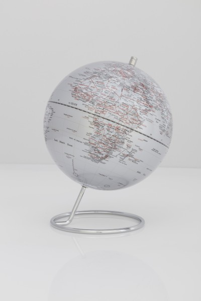 Moderner Globus / Weltkugel, aus Metall, verchromt und Kunststoff, Ø24 cm x H31 cm