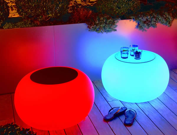 Moree Bubble, Akku, LED beleuchteter Tisch, mit Sicherheitsglasplatte, Ø 68 cm, H 41 cm, Oberfläche Ø 40 cm, Polyethylen, seidenmatt, weiß, mit Vielfarben LED, mit Fernbedienung und Akku, für Außen