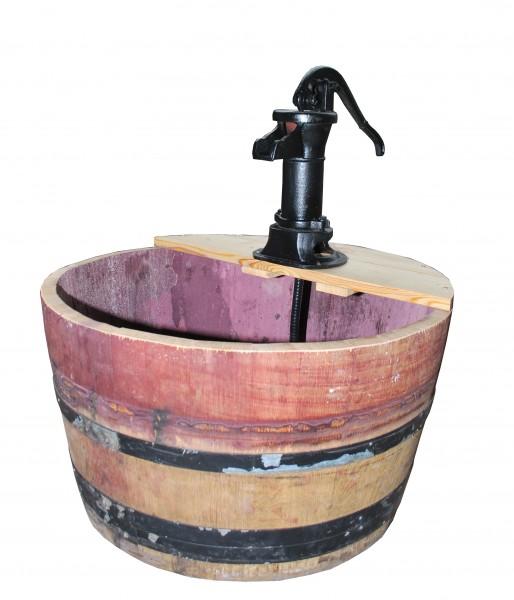 Wasserspiel als Fass, gebraucht mit fixierten Metallringen, mit Pitcher ohne Funktion für elektrische Pumpe, 1/2 ca. 100l,ca. Ø 70 x 70 x 88 cm