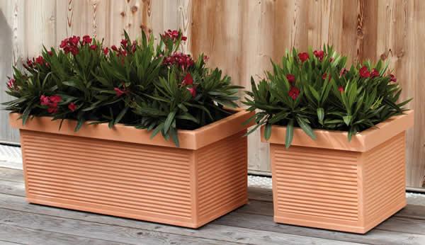 Blumentopf / Pflanztopf / Blumenkasten, Millerighe quadratisch, terracotta-farben, matt, für Innen und Außen, aus hochwertigem Polyethylen, (in 4 Abmessungen)