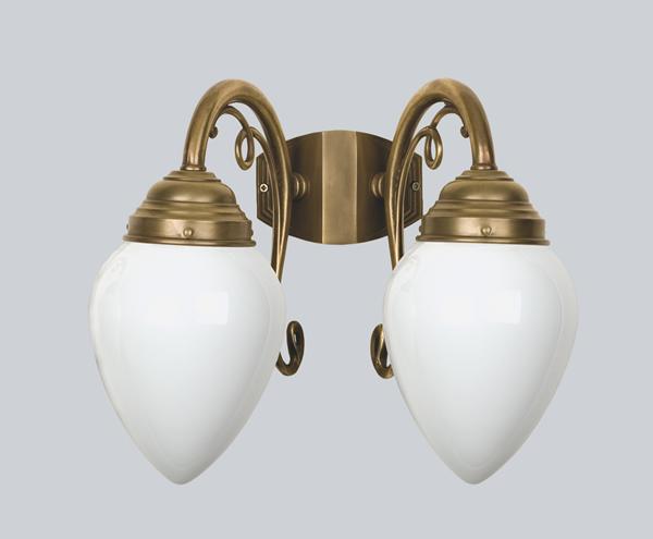 Wandleuchte, 2-armig, Messing handpatiniert, Glas weiß glänzend, Ausladung 23 cm, 230 V, 2 x E27 40 W