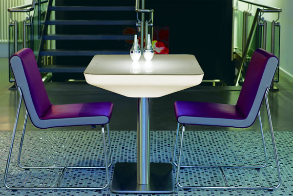 Moree Lounge Tisch Studio Indoor, beleuchtet, B 70 cm, L 100 cm, H 75cm, mit Glasplatte, ABS glänzend, weiß transzulent, Edelstahl gebürstet, mit S14d Leuchtmittel, für Innen