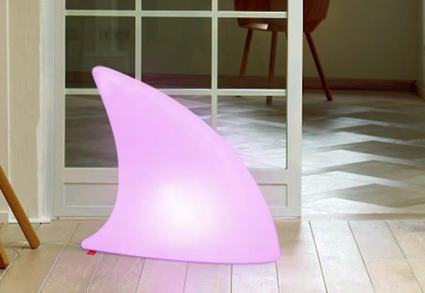 Moree Shark LED Bodenleuchte / Dekoleuchte, L 70 cm x W 19,5 x H 65 cm, Polyethylen, seidenmatt, weiß, mit E27 (230 V) Vielfarben LED, mit Fernbedienung, für Innen