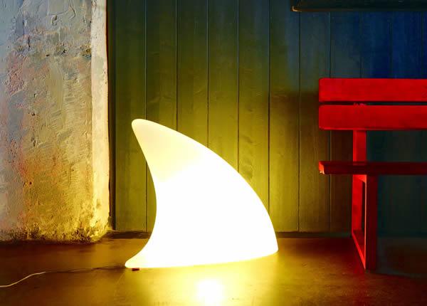 Moree Shark Bodenleuchte / Dekoleuchte, L 70 cm x W 19,5 x H 65 cm, Polyethylen, seidenmatt, weiß, mit E27 (230 V) Energiesparlampe, für Innen