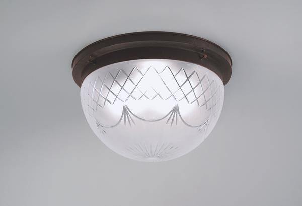 Deckenleuchte / Plafonnier, Messing antik-handpatiniert, Glas kristallmatt mit Schliff, Höhe 23 cm, Breite 40 cm, 230 V, 3 x E27 75 W